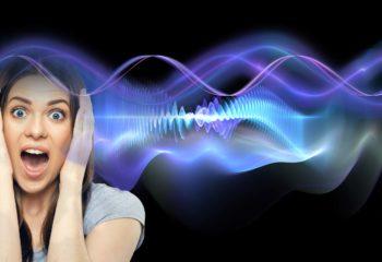 Santé : femme traversée par une onde électromagnétique