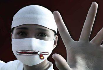 Enfant masqué et muselé illustrant la maltraitance